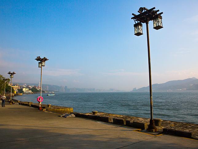 淡水海關碼頭-河岸邊
