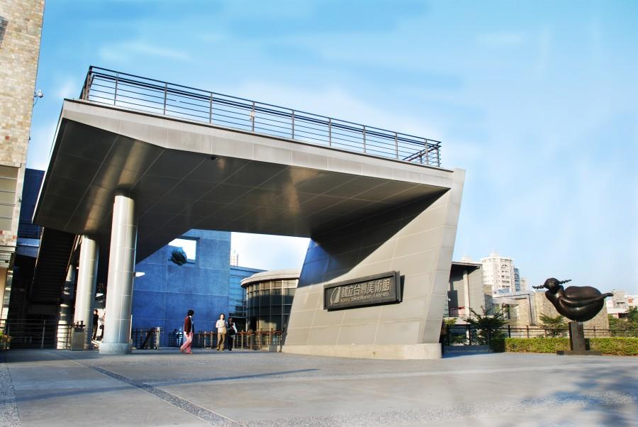 國立台灣美術館入口處